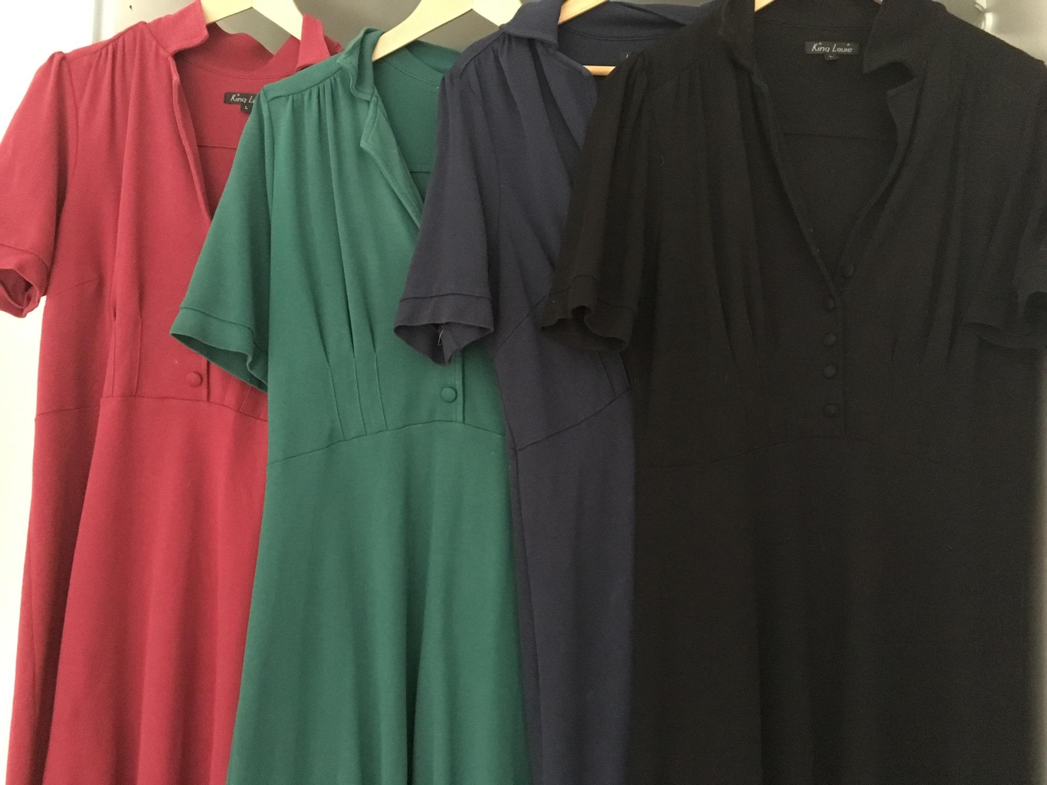 """f766c5adb2b9 Denne ensfarvede King Louie kjole har jeg i alle de pæneste farver  efterhånden – de fleste købt brugt eller på udsalg. Modellen hedder  """"diner"""""""
