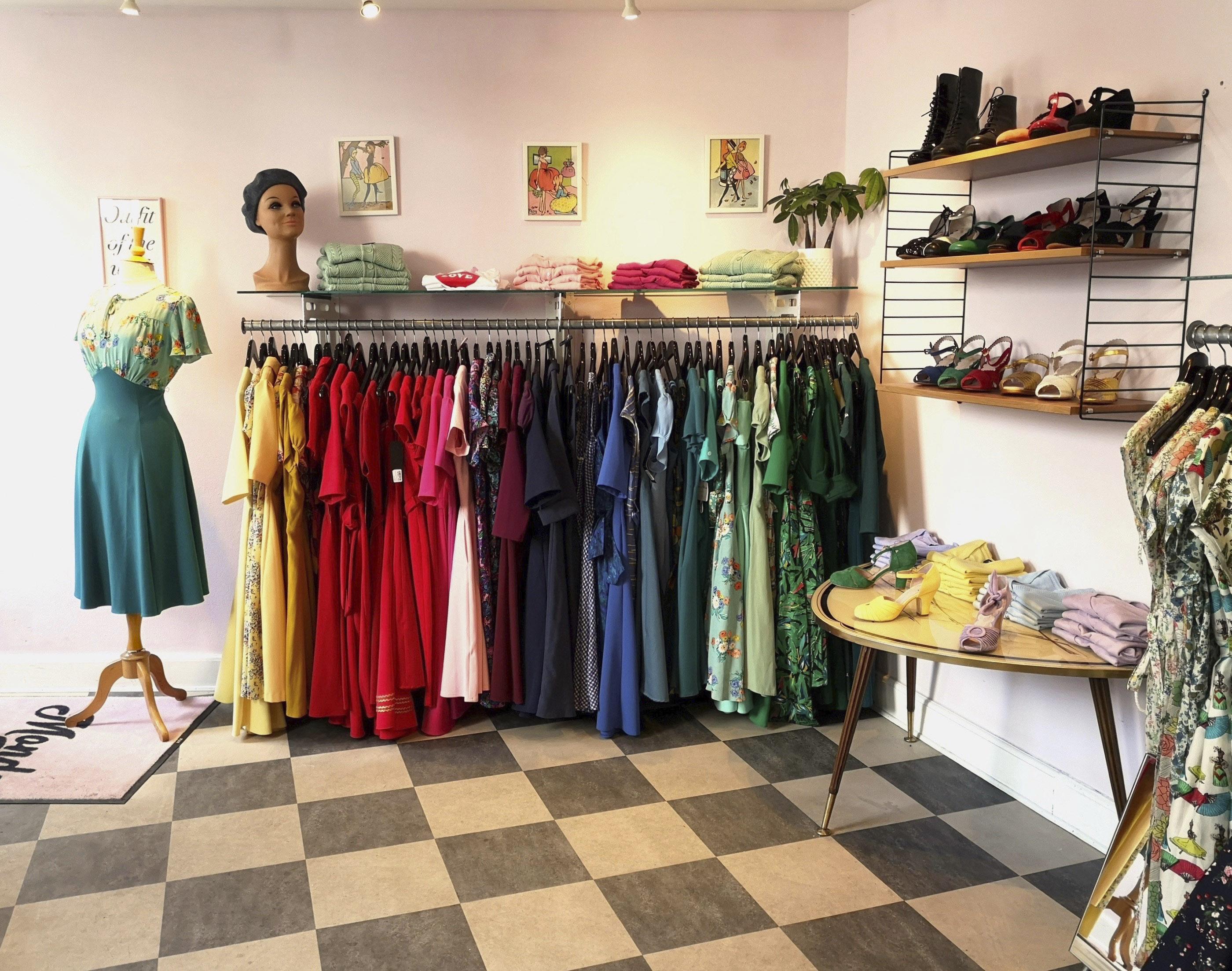 cfce2221d80 Bor man ikke i nærheden, er deres netbutik usædvanligt gennemført og nem at  gå til. Alle kjolerne har omhyggelige mål og beskrivelser, og gode fotos.